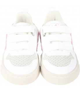 White sneakers for girl with pink logo