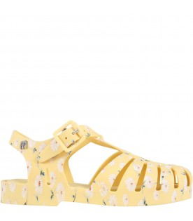 Yellow sandals for girl with daisies