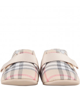 BURBERRY KIDS Beige babykids shoes with classic check