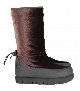 Black and brown boots for girl with logo