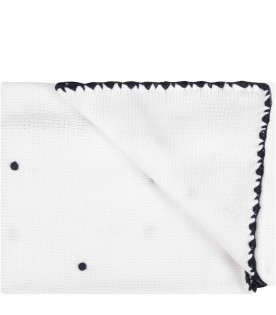 White babyboy blanket with blue polka-dots